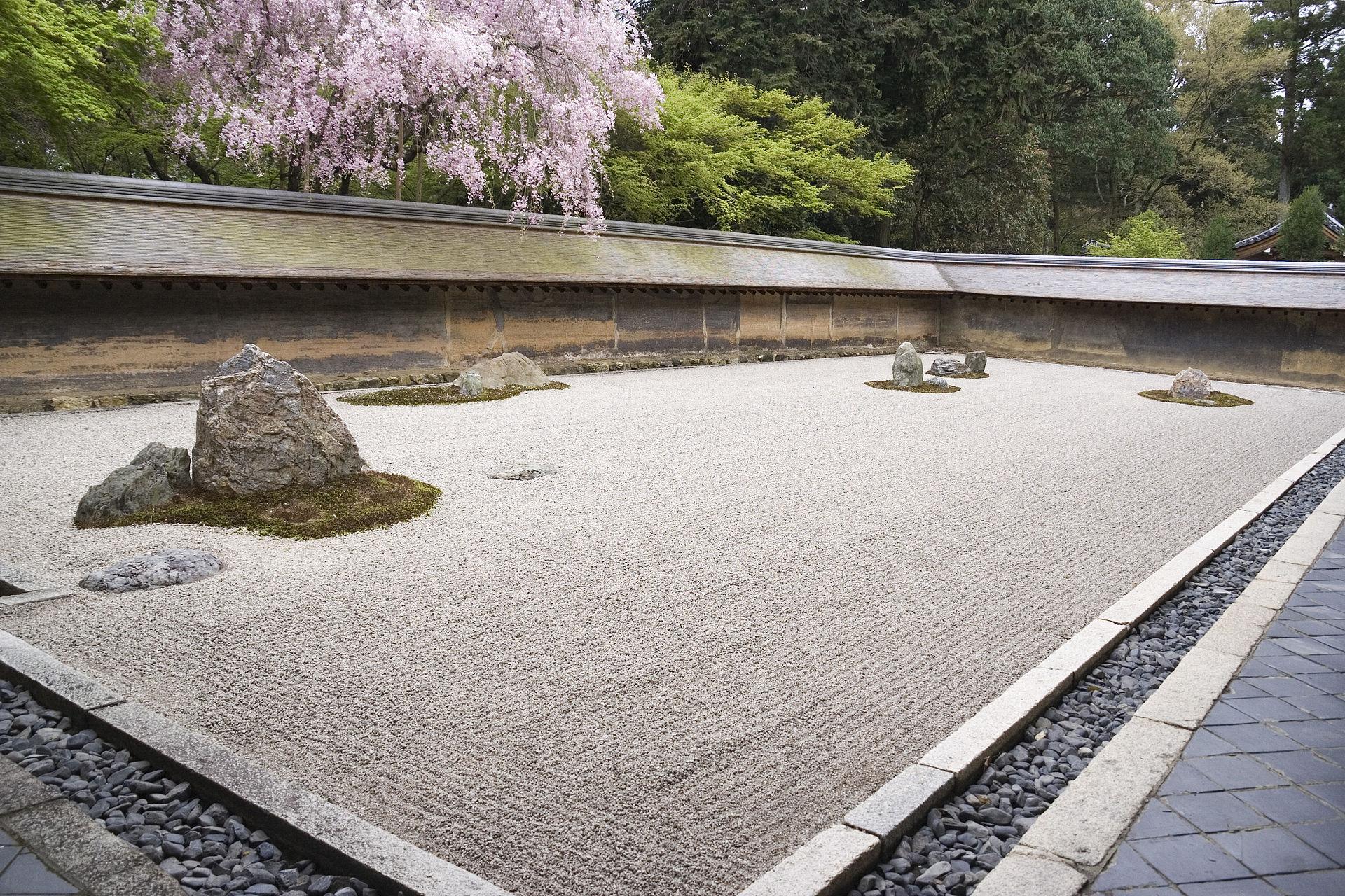 http://about-kyoto.net/wp-content/uploads/2015/02/ryoanji.jpg